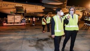 Llegó al país el vuelo con las 904 mil vacunas desde China