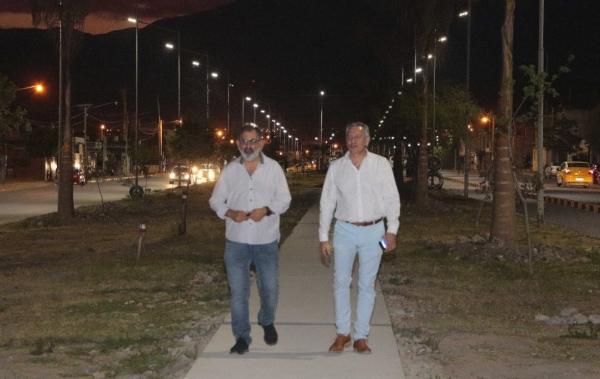 AVENIDA FORESTAL CUENTA CON NUEVA ILUMINACIÓN LED
