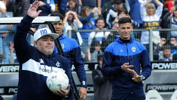 """""""Hoy me sentí en el cielo"""", aseguró Maradona en su presentación como DT de Gimnasia"""