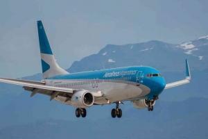 Aerolineas Argentinas suspenderá a 7.500 empleados