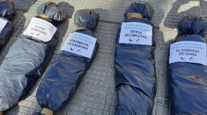 """""""La forma"""" de manifestarse """"no puede ser exhibir bolsas mortuorias"""""""