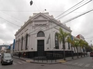 Bancos abrirán el viernes por pago de AUH y Jubilaciones