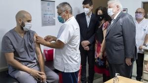 """Arrancó segunda etapa de la vacunación y el país """"se aseguró 51 millones de dosis"""""""
