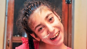 La historia de Linda, la niña jujeña a quien una maratón de tecnología busca mejorar su motricidad